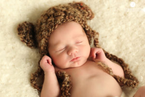 mom-kissing-newborn-baby-photography