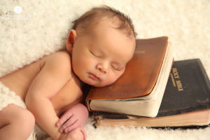 newborn-baby-with-bible-photography